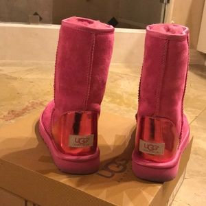 UGG BOOTS—HOT PINK